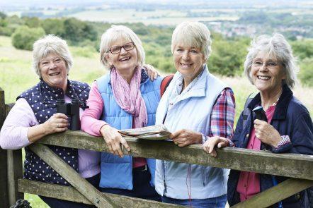 Vier Damen wählen einen ungewöhnlichen Urlaub.