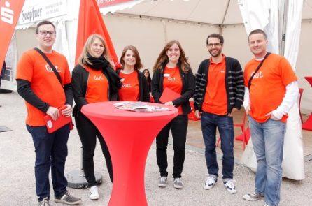Das Team der Sparkasse Karlsruhe am Stand im Schloss anlässlich der Heimattage.